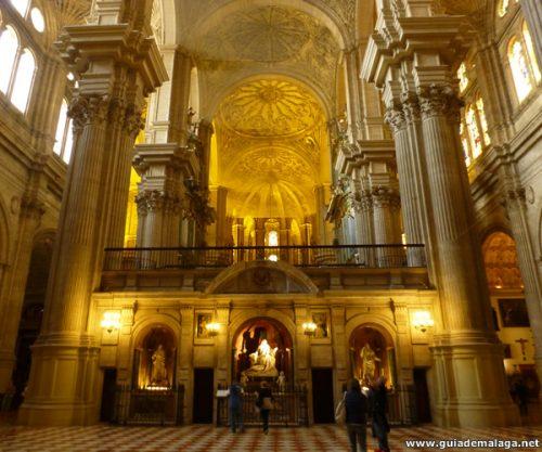 Columnas y Arcos en el interior de la Catedral.
